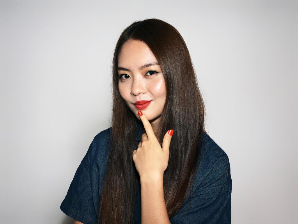 Chantalle wears YSL Beauty Rouge Volupté Shine in 12 Corail Dolman